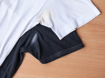 Como tirar manchas de transpiração da roupa
