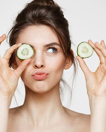 Pôr pepino nos olhos ajuda as olheiras a desaparecer?