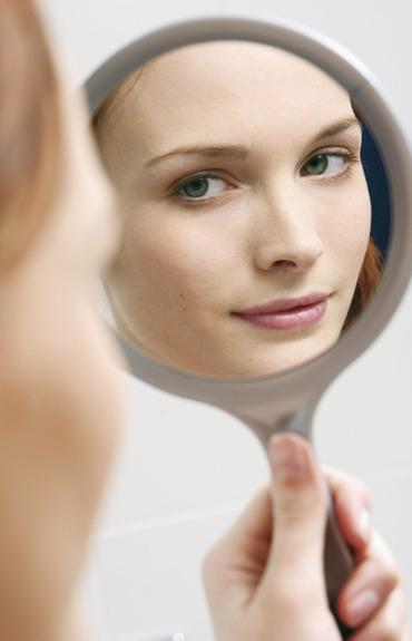 Como limpar bem o rosto em apenas 2 minutos