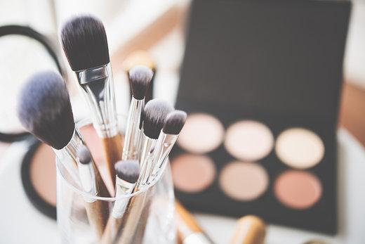 Como limpar os seus pincéis e acessórios de maquilhagem