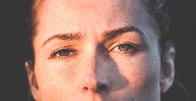 A geografia da acne no rosto: descubra a origem da acne consoante a zona do rosto em que aparece.