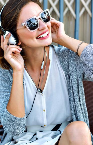 10 músicas que não podem faltar na sua playlist de verão