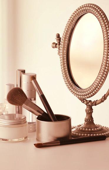 Esconda os sinais da idade atrás da maquilhagem certa