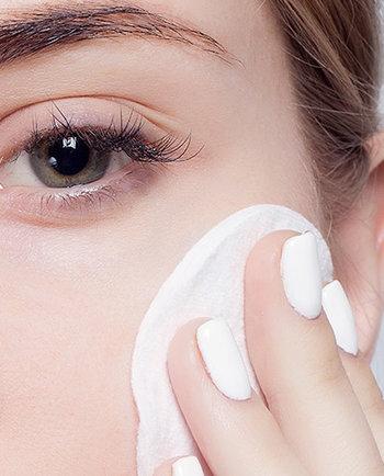 Aprenda a cuidar da sua pele sensível em 5 passos