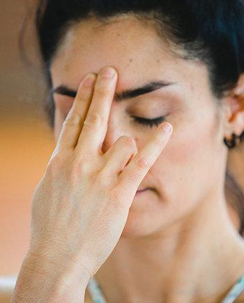 Yoga facial: exercícios de rosto para prevenir as rugas