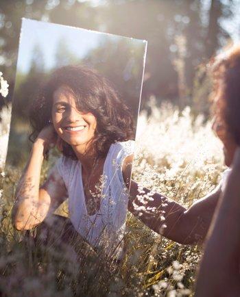 Quando o espelho mostra outra pessoa