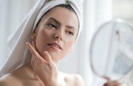 tirar o brilho da pele oleosa durante o dia